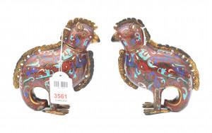 Een paar Chinees cloisonné flacons in de vorm van vogels. Hoogte 15 cm. Restauraties.