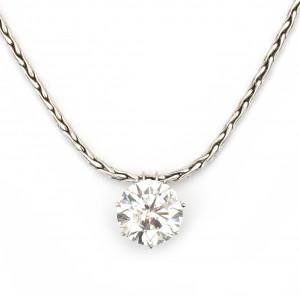 Een 18 krt witgouden collier met briljant geslepen diamant ca. 8.22 ct