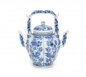 Een Chinees blauwwit wijnkannetje. Kangxi (1662-1722)