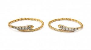 Een paar 22 krt geelgouden slangenarmbanden met roosdiamant, ca. 1880