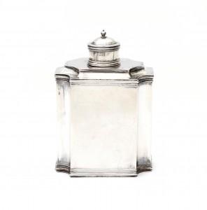 Een zilveren theebus. 's-Hertogenbosch. 1701/1702.