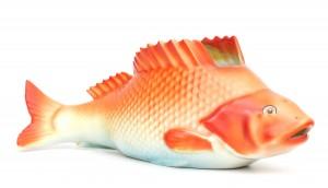Een gekleurd porseleinen vis, Mosa Maastricht.
